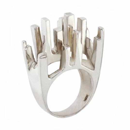 Queen Elizabeth Ring Lee Hwa
