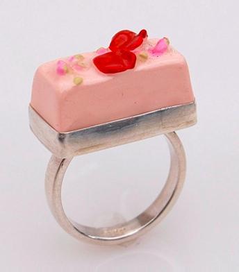 Carolyn Tillie Pink Rose Cake Ring