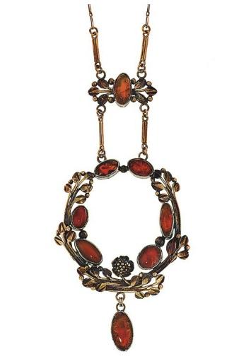 Christie's Art Nouveau pendant