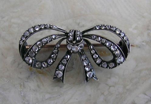 Market Place Treasure diamond bow brooch