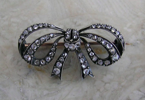 Market Place Treasure diamond bow brooch
