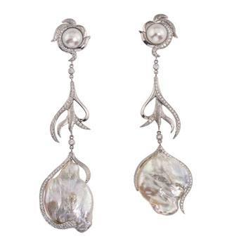 Jorge Adeler pearl and diamond earring