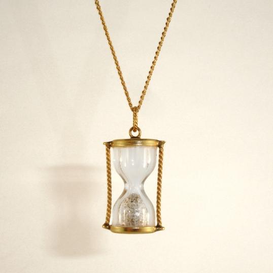 Elleven Hourglass pendant