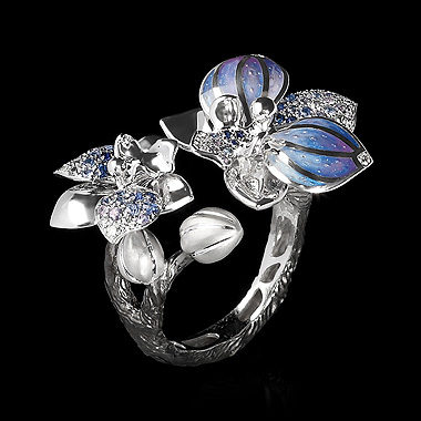 Mousson sapphire ring