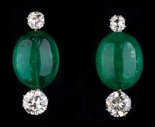 eleuteri-rare-piece-important-earrings-mogul-emerald-beads