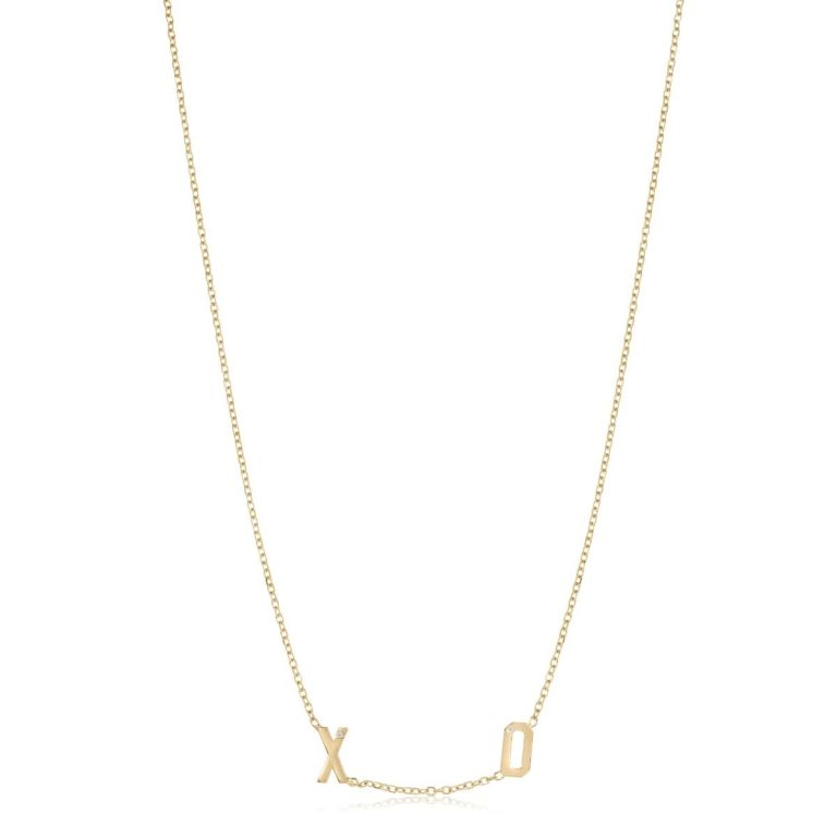 kelly-bello-2-letter-mini-letter-necklace-close-up